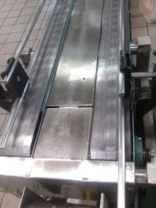 Conveyor with oil 1